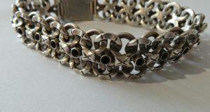 Красивый браслет из серебра – украшение на века